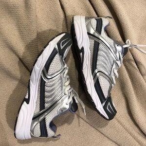 1ac90d9483754e 🚨💸Running shoes women s 7.5